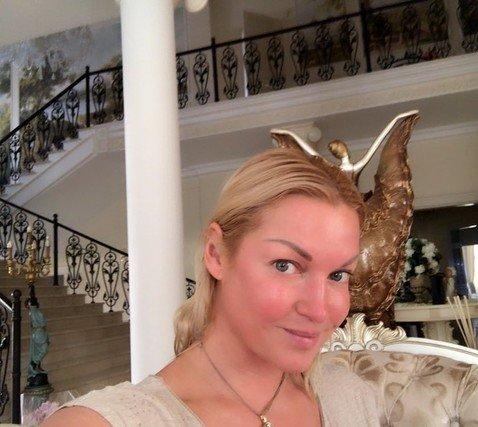 «Такая живая без макияжа»: поклонники в восторге от естественной красоты Волочковой