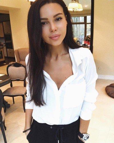 Оксана Самойлова призналась, что сейчас исправляет бьюти-ошибки молодости