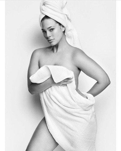 В съемке без одежды Эшли Грэм не показала лишнее, а, наоборот, лишилась десяти кг благодаря фотошопу