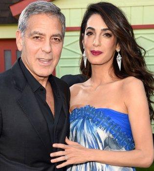 Всегда вместе: Джордж и Амаль Клуни блистают на премьере нового фильма (фото)