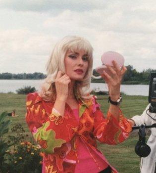 В парике, мини-юбке и ботфортах: Ольга Сумская опубликовала фото в молодости (Фото)