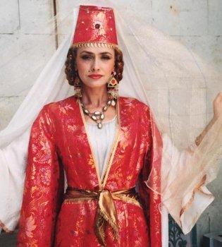 Ни капли не изменилась: Ольга Сумская порадовала архивными фото в образе Роксоланы (фото)