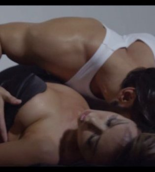 Обнаженная и сексуальная: в новом клипе Наталья Валевская разделась и завела любовника