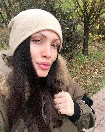 На селфи без макияжа Меседа Багаудинова напоминает молодую Анджелину Джоли