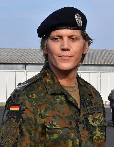 Трансгендер Анастасия Бифанг возглавила батальон в армии Германии