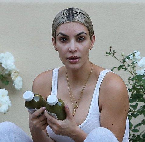 Пользователи Сети считают, что Ким Кардашьян без макияжа похожа на вампира