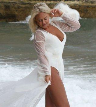 Наш ответ Джей Ло: 40-летняя Наталья Бучинская показала фигуру в белом боди (фото)