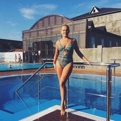Многодетная мама Мария Порошина показала, как нужно выглядеть в купальнике в 44 года