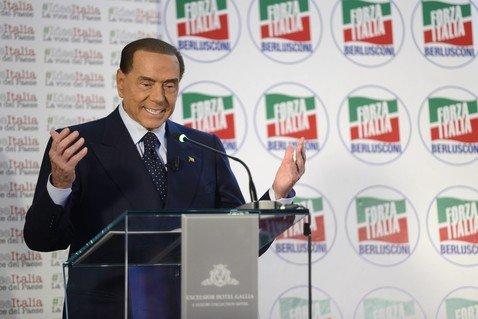 81-летний Сильвио Берлускони переборщил с ботоксом и пластикой и стал до жути похож на восковую куклу