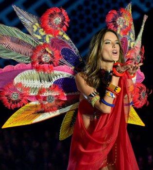 Алессандра Амбросио покидает Victorias Secret спустя 17 лет работы (фото)