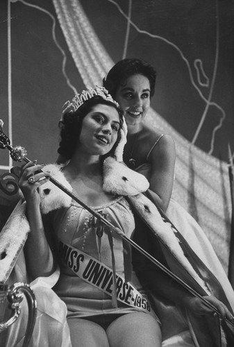 Лишний вес, политика и скандалы: как сейчас выглядят и чем занимаются королевы красоты XX века