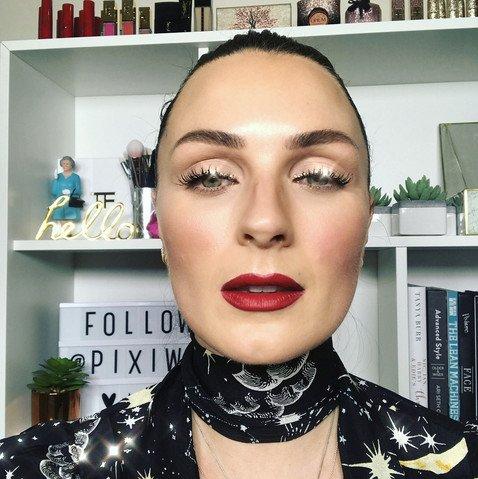 Кристальная подводка — самый горячий тренд для праздничного макияжа