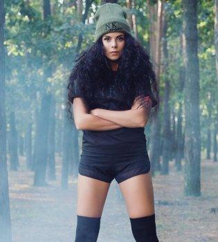 Настя Каменских написала песню на украинском языке для другой певицы