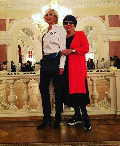 Алена Свиридова впервые за много лет показала редкое фото с мамой