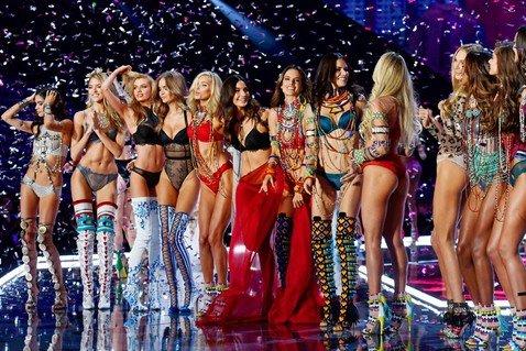 Греческие мифы и бразильские страсти: чем запомнится 22-й показ Victoria's Secret в Шанхае