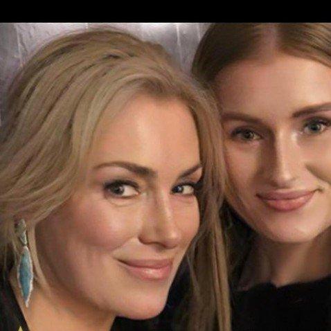 Моложавая Мария Шукшина в 50 кажется старшей сестрой 28-летней дочери