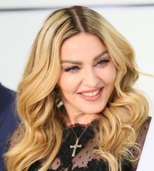 Концерт на дому: Мадонна исполнила любимую песню под гитару (Видео)