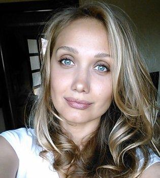 Новость о смерти Евгении Власовой — фейк. Комментарий мамы певицы