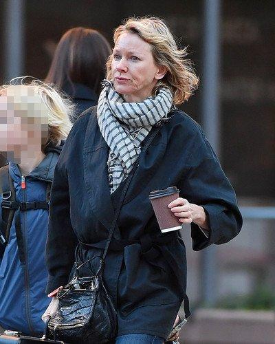 «Выглядит, как 76-летняя Марта Стюарт»: 49-летняя Наоми Уоттс неприятно поразила своим видом без макияжа
