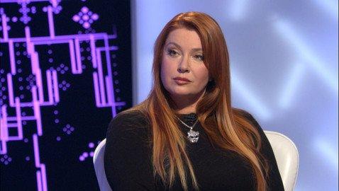 Вера Сотникова рассказала о муже-дворнике и пластических операциях