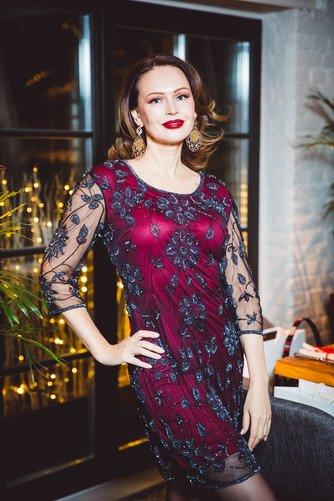 Ирина Безрукова на собственном примере доказала, что женщин после 50 яркий макияж старит