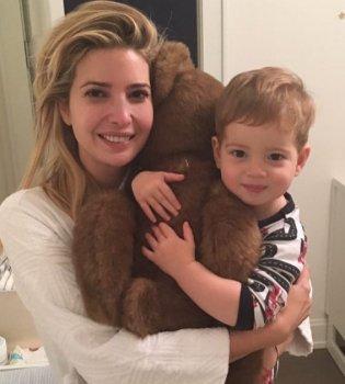 Примерная семья: Иванка Трамп растрогала милым фото с мужем и детьми (фото)