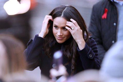 Язык тела: психологи разобрались, почему Меган Маркл постоянно трогает свои волосы
