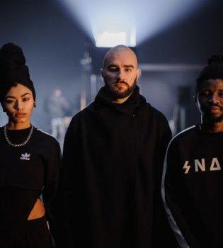 «Чудо в стакане»: группа «Сальто Назад» сняла клип на песню «Сонце світить всім»