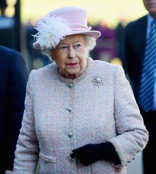 Королева Елизавета II не придет на свадьбу внука Гарри (Фото)