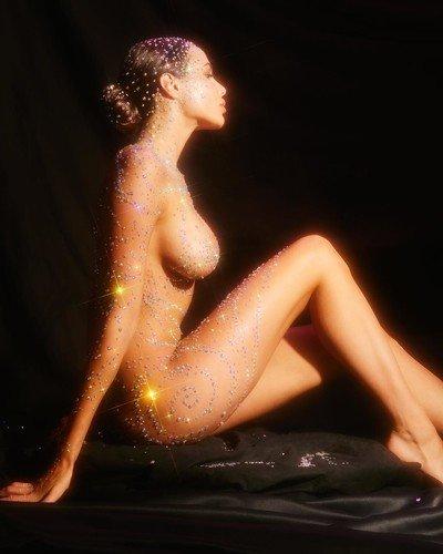 Тело в алмазах: Решетова снялась голой фотосессии в стиле Ким Кардашьян