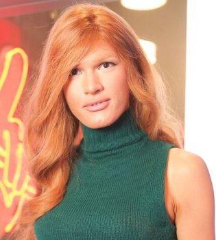 Сменивший пол Борис Апрель предстал в образе рыжеволосой девушки на Голосі країни-8