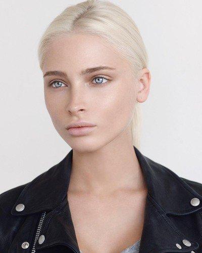 Гений чистой красоты: Алена Шишкова приятно удивила образом почти без макияжа и украшений