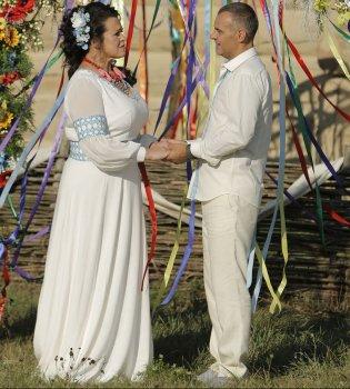 Свадебные фотографии похудевшей Русланы Писанки и ее мужа
