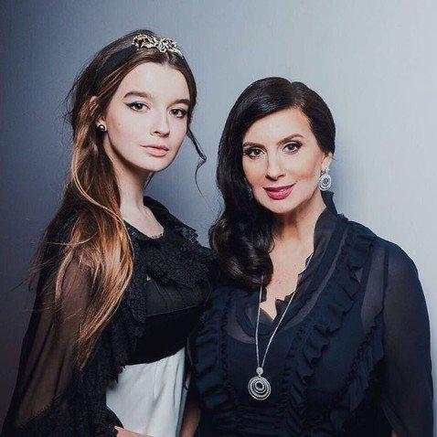 Интернет-пользователи обсуждают внешность младшей дочери Екатерины Стриженовой