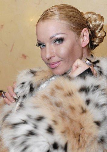 «Кольщик, наколи мне брови»: отечественные поклонницы перманентного макияжа