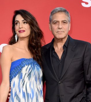 Такого еще не делал никто: Джордж и Амаль Клуни удивили пассажиров самолета, на котором летели с близнецами (Фото)