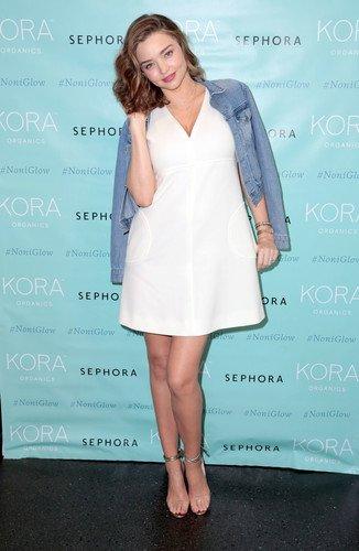 За время беременности Миранда Керр округлилась, но выглядит прелестно и свежо