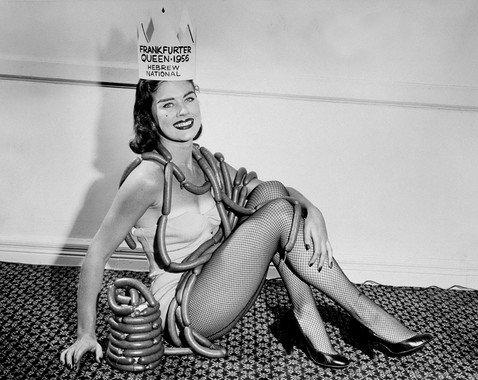«Мисс слониха», «Королева сосисок» и «Краса тюрьмы»: победительницы самых необычных конкурсов красоты за последние 200 лет