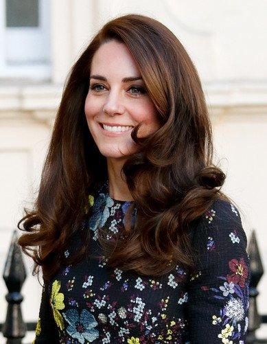 7 расчесок, три вида шипцов и лак для волос за 300 рублей: стилист Кейт Миддлтон раскрыла секрет ее прически