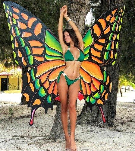 В бикини и с крыльями: Оксана Самойлова выглядит круче любой моделиVictoria's Secret