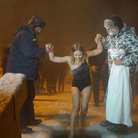 Собчак рассказала, как окуналась в прорубь в -40 в купальнике за полторы тысячи рублей
