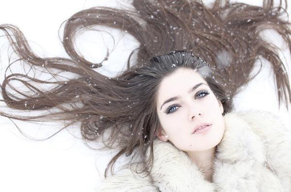 Почему зимой путаются волосы и что с этим делать