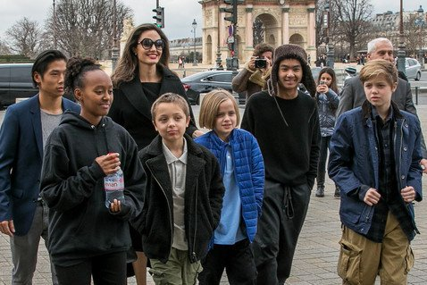 Вивьен Джоли-Питт отстригла волосы и еще больше стала похожа на мальчика