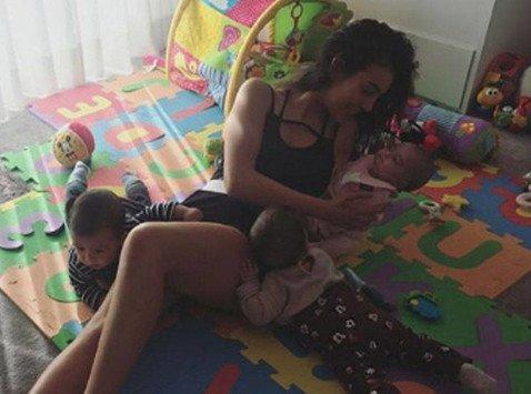 22-летняя девушка Криштиану Роналду демонстрирует навыки супермамы, но подписчики смотрят только на ее ноги