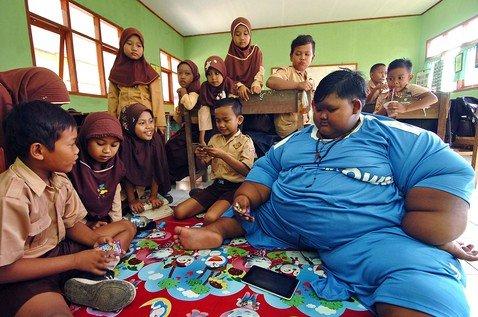 «Самый толстый мальчик в мире» похудел в два раза и смог встать с кровати