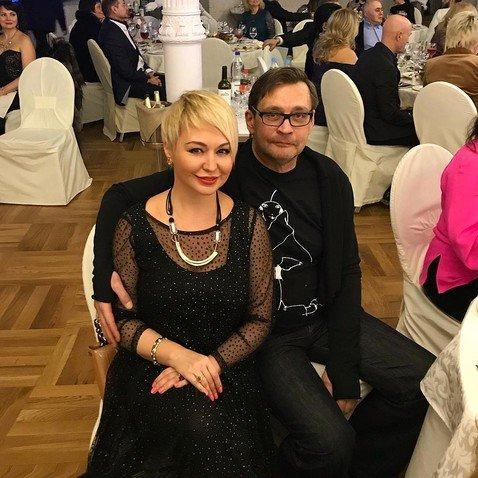 Неожиданно располневшегоАлександра Домогарова с трудом можно узнать на новом фото