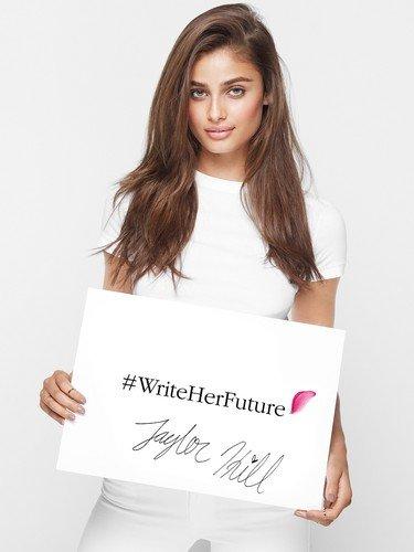 Марка Lancome запустила благотворительную программу Write Her Future
