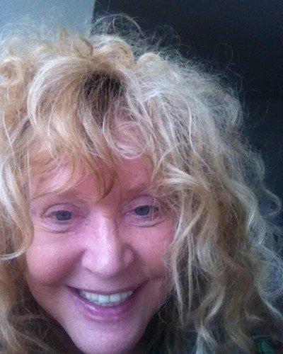«Удовлетворяю ваше любопытство, но не забывайте, что в апреле мне стукнет 69 лет»: Пугачева показала селфи без макияжа
