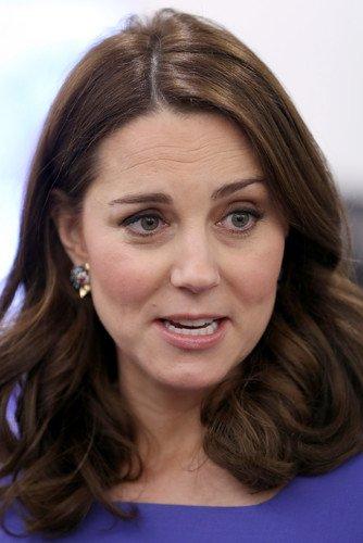 В Сети удивляются тому, что из-за глубоких морщин 36-летняя Кейт Миддлтон выглядит старше своей ровесницы Меган Маркл