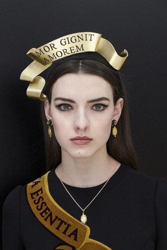 Как повторить макияж с показа Dolce & Gabbana осень-зима 2018